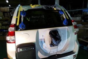トヨタ ランドクルーザープラド リアガラス取付