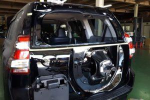 トヨタ ランドクルーザープラド リアガラス取付(出張作業)