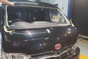 トヨタ ハイエースワイド フロントガラス交換  純正品中古