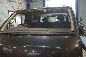 トヨタ ハイエース200系標準 純正中古品フロントガラス交換