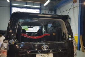 トヨタ ヴォクシー70 リアガラス交換
