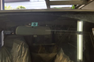 日産 キャラバンE25 フロントガラス交換SUNTECT