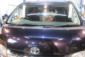 トヨタ ハイエースワイド 純正品中古フロントガラス交換