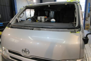 トヨタ ハイエース200系標準 純正中古フロントガラス交換