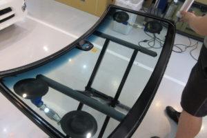 ホンダ N-BOX フロントガラス(衝突防止付)交換