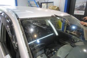 トヨタ ヴォクシー60(前期) フロントガラス交換