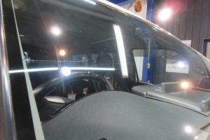 トヨタ ハイエースワイド 断熱フロントガラス サンテクト交換