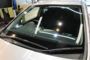 ホンダ ストリームRN6 フロントガラス交換