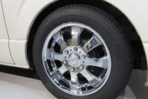 トヨタ ハイエース200系標準 タイヤ交換