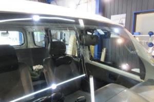 トヨタ ライトエース サンテクト断熱フロントガラス交換
