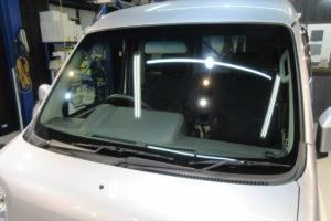 ダイハツ ハイゼットバンS300系 フロントガラス交換