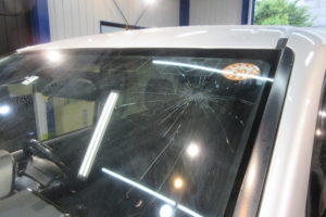 トヨタ ノア80 サンテクト断熱フロントガラス交換