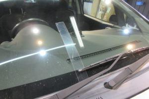 三菱 コルトプラス フロントガラス交換