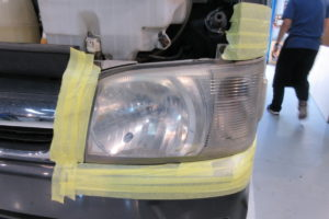トヨタ ハイエース200系標準 ヘッドライト磨き