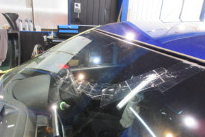 日産 スカイライン4Dr V35 フロントガラス交換