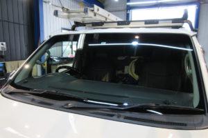 トヨタ ハイエース200系標準 サンテクト断熱フロントガラス交換