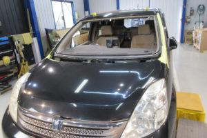 トヨタ アイシス10 フロントガラス交換