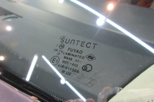 日産 エルグランドE51 フロントガラス交換SUNTECT