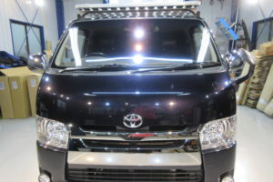 トヨタ ハイエース200系標準 コートテクト熱反射フロントガラス交換