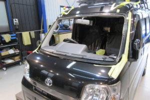 トヨタ ピクシスバンS331 コートテクト熱反射フロントガラス交換