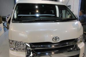 トヨタ ハイエースワイド フロントガラス交換