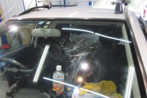 トヨタ カローラフィールダー120系 フロントガラス交換