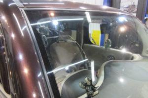 日産 キューブZ12 フロントガラス交換