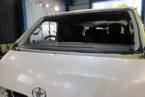 トヨタ ハイエース200系標準 フロントガラス交換