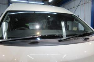 日産 NV350キャラバンワイド フロントガラス交換COATTECT
