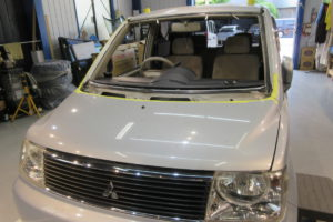 三菱 ekワゴン H81W フロントガラス交換