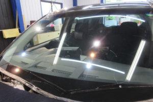 三菱 アウトランダーCW5W サンテクト断熱フロントガラス交換