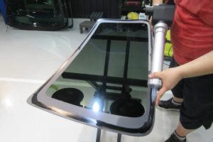 トヨタ ハイエース200系標準 リアガラス交換・取付