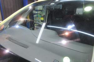 日産 セレナC26 フロントガラス研磨