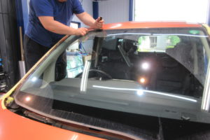 日産 セレナC25 フロントガラス交換SUNTECT